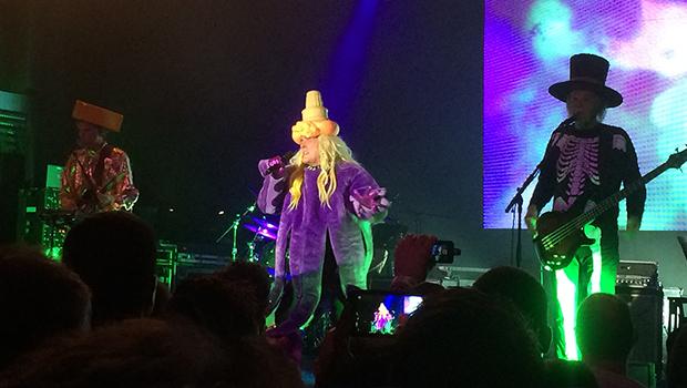 Weird Al Yankovic Mandatory Fun Tour Review Gaga Perform This Way